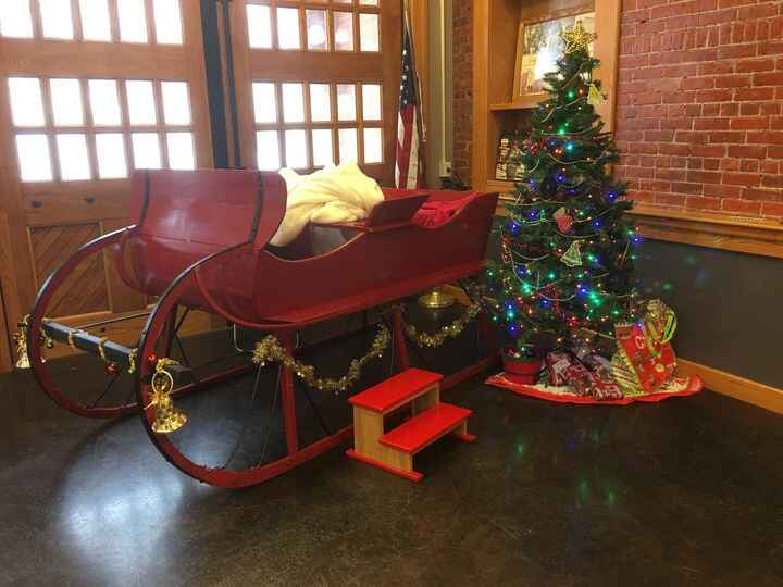 Rent Santa and his sleigh for your 2017 holiday photos